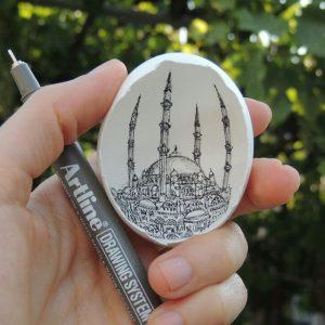 10301450 10207252188451418 7197975003534065276 n 300x300 - Sự tài tình từng nét vẽ Artline trong vỏ quả trứng của nữ họa sĩ Thổ Nhĩ Kỳ