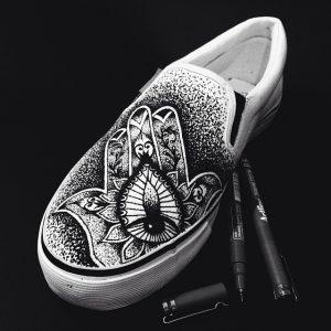 13258942 244874485873525 305600473 n 300x300 - Làm đôi giày trắng của bạn sành điệu hơn với bút đi nét Artline