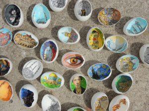 20246086 10214122480124416 4795736280492969255 n 300x225 - Sự tài tình từng nét vẽ Artline trong vỏ quả trứng của nữ họa sĩ Thổ Nhĩ Kỳ