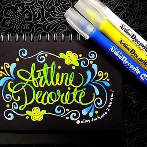 Bút màu nổi Artline viết lên giấy màu đen