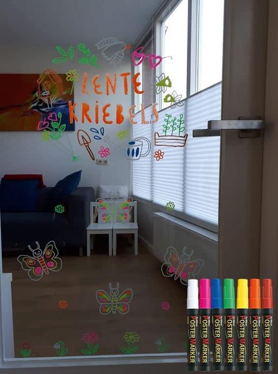 không gian vui chơi với bút vẽ kính Artline
