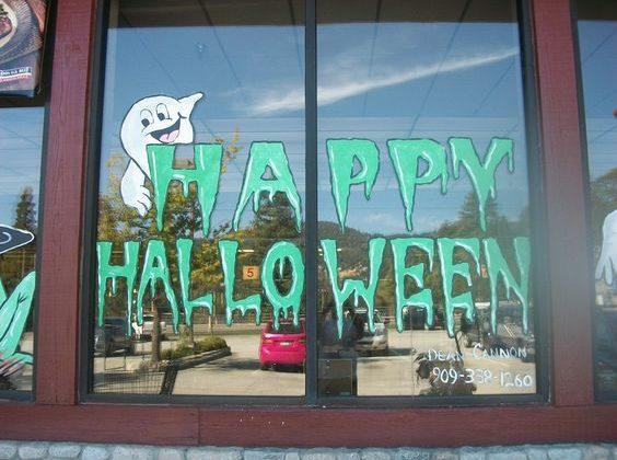 trang trí halloween bằng bút vẽ kính